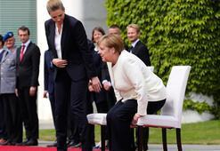 Merkelin titreme nöbetine özel önlem
