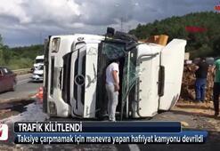 İstanbulda kamyon devrildi Trafik kilit