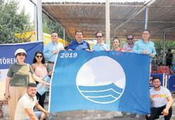 Sekiz plajda mavi  bayrak dalgalanıyor