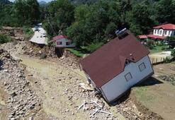 Yıktı geçti 4 çocuk 7 kişi kayıp