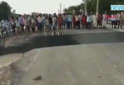 Meraklı kalabalık neredeyse köprüden nehre düşecekti