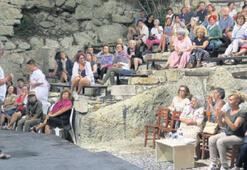 Beşkapılar Kalesi'nde belgesel gösterimi