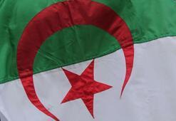 Cezayirde geçici Cumhurbaşkanından orduda yeni atamalar