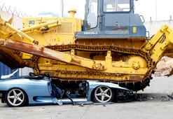 Ferrariyi paramparça ettiler