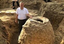 Tarlasında 200 yıllık tahıl ambarı buldu