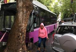 Belediye otobüsü önce cipe ardından da ağaca çarptı Yaralılar var...