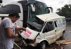 Son dakika: Yolcu otobüsü minibüse çarptı Çok sayıda ölü ve yaralı var