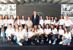 Mercedes-Benz Türk  yıldızları bırakmıyor