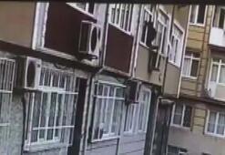 Evin penceresinden giren hırsız kamerada