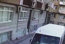 İstanbul'da evin penceresinden giren hırsız kamerada