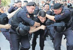 Rusya'da 317 muhalif gözaltına alındı