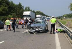 Otomobil TIRa arkadan çarptı: 3 yaralı