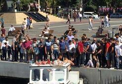 Kadıköy'de denize düşen kadınları vatandaşlar kurtardı