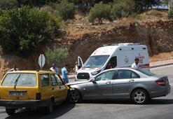 Taksi ile otomobiller çarpıştı Yaralılar var