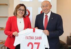 Fatma Şahinden Nihat Özdemire ziyaret