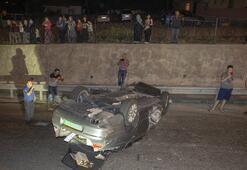 Gurbetçi ailenin otomobili bariyerlere çarparak devrildi