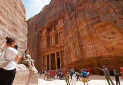 Petrada Hazreti Harunun türbesi ziyarete kapatıldı