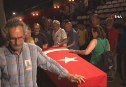 Usta oyuncu Cengiz Sezici için tören düzenlendi