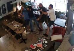 İstanbul'da kafeterya sahibinin tartıştığı şahısa keserle saldırdığı anlar kamerada