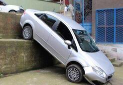 Yolu şaşıran sürücü 3 metrelik duvardan uçtu