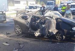 Kütahyada otomobil direğe çarptı Ölü ve yaralılar var