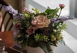 Yapay çiçekler nasıl dekore edilir