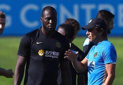 Conte Lukakuyu sarılarak karşıladı