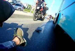 Motosikletli, otobüsün altına girmekten kıl payı kurtuldu