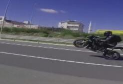 Trafiği yarış pistine çeviren motosikletliler kamerada