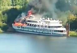 Rusyada tadilatı süren yolcu gemisinde yangın
