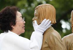 Savaşta cinsel istismara uğrayan kadınlar için anma töreni
