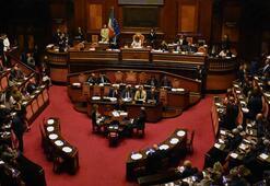 İtalyada hükümet krizi karşılıklı açıklamalarla sürüyor
