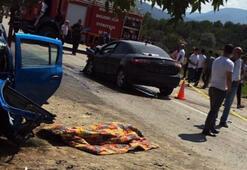İki otomobil çarpıştı Ölü ve yaralılar var...