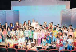 Kuşadalıları tiyatroyla buluşturan ekibe iki ödül