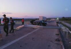 Manisada otomobil bariyerlere çarptı