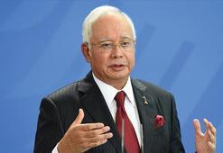 Eski Malezya Başbakanı Necip Rezakın yolsuzluk davasında duruşma ertelendi