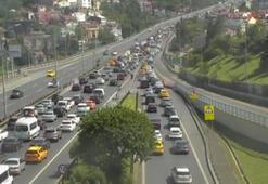 15 Temmuz Şehitler Köprüsü'ndeki kaza trafiği kilitledi