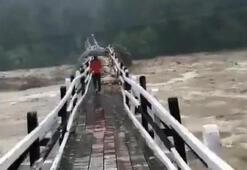 Hindistan'da 5 eyaleti sel vurdu: 58 ölü