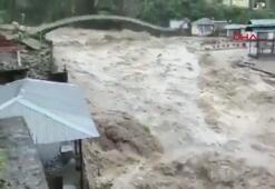 Hindistanı sel vurdu