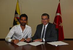 Alper Potuk, yeniden düzenlenen sözleşmeyi imzaladı