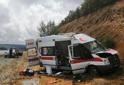 Hasta taşıyan ambulans takla attı Yaralılar var