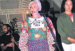 44 yıllık elbise ile sahneye çıktı