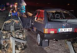 Son dakika: Erzincanda otomobil bariyerlere saplandı