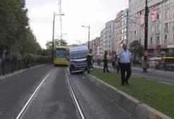 Fındıkzadede minibüs tramvay yoluna girdi; Seferler durdu