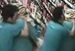 Genç kadına markette saldırdı Korku dolu anlar
