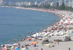 Antalyada sıcak hava bunalttı, sahiller doldu