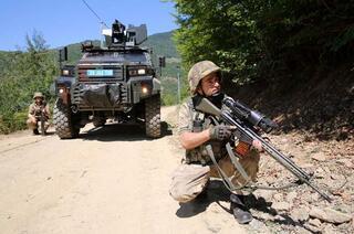PKKlı teröristleri et ele verdi Eti tam kavururken...