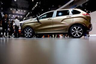 Moskovadaki fuarda Rus marka araçlar boy gösterdi