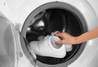 Beyaz spor ayakkabıları nasıl temiz tutulur