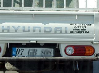 Şaşırtan araç arkası yazıları